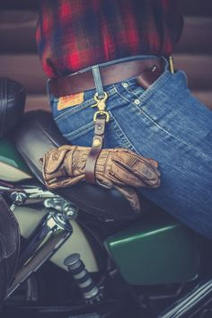 The Tie Down is both a key lanyard, and a glove wrap for the riders. Keeps gloves to the side when not riding. Part of the line of leather goods offered from Flume Leather Co.