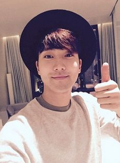 SUPER JUNIOR    Siwon #twitter #instagram #selca