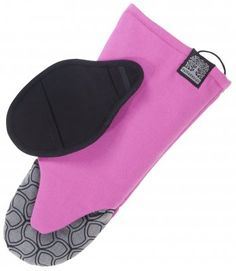 This oven glove has a rubber print in the grip area that gives you a firm  grip on any hot plate a2fa6c356e34a