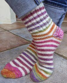 Voici mon modèle personnel de chaussettes faciles et rapides à tricoter : pour une pointure 39 - 40 en aiguilles circulaire n°2 - monte...