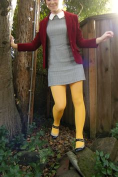 oh so sophi Colored Tights Outfit, Yellow Tights, Coloured Tights, Fashion Tights, Fashion Fashion, Runway Fashion, Fashion Trends, Simple Outfits, Cute Outfits