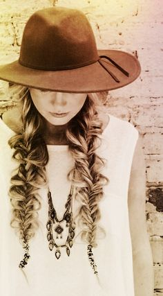 Boho chic in black and white wonder land, love the hat, her hair! My Hairstyle, Boho Hairstyles, Pretty Hairstyles, Perfect Hairstyle, Look Boho Chic, Twisted Hair, Braided Hair, Mode Style, Gorgeous Hair