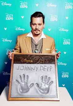 Johnny Depp accepting his 'Disney Legend' award given to him at the D23 Expo, August 14th 2015