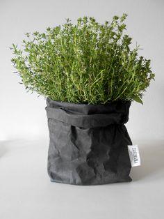 Plant/Uashmama paper bag