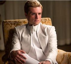 Peeta (Josh Hutcherson) TV Spot For 'The Hunger Games: Mockingjay Part Hunger Games La Révolte, Hunger Games Movies, Hunger Games Mockingjay, Mockingjay Part 2, Hunger Games Catching Fire, Hunger Games Trilogy, Katniss Everdeen, Katniss And Peeta, Beau Film