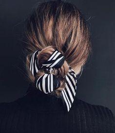 El truco para conseguir el peinado moño + pañuelo.