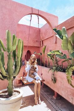 On the swing with a new friend, Marrakech | Morocco: http://www.ohhcouture.com/2017/06/monday-update-49/ #leoniehanne #ohhcouture