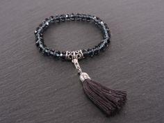 Bracelet élastique cristaux et pompon gris