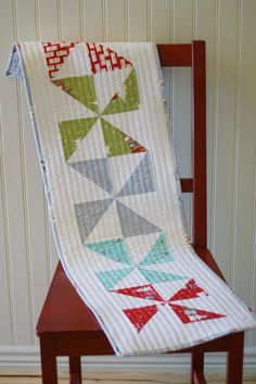 Pinwheel Table Runner. love the quilting. A great Christmas gift... would be done quickly enough.