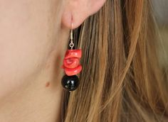 Original earrings made in red coral and obsidiane. Hippy hook. Sterling silver. Boucles d'oreille. ピアス
