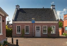 Gezellig huis in centrum Winsum, route Pieterpad - Huizen te Huur in Winsum, Groningen, Nederland Cabin, Mansions, House Styles, Room, Home Decor, Porches, Bedroom, Decoration Home, Manor Houses