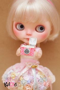 Kuloft's doll cameras are well made, and very detailed. They are a must have for your dollies this summer!    Fits: Blythe, Pullip, Dal, any 1:6, 1:4 scale sized dolls    **for dolls, not for humans**