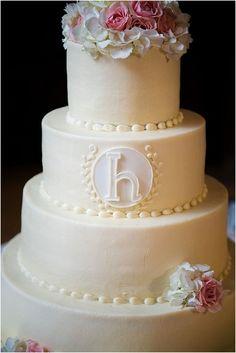 Gorgeous butter cream cake! (www.7centerpieces.com/heights-villa-wedding-motley-melange) | Motley Melange Photography (www.motleymelange.com)
