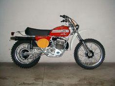 Enduro Motocross, Motocross Racing, Enduro Vintage, Vintage Bikes, Ktm 250, Classic Bikes, Dirt Bikes, Scrambler, Cool Bikes