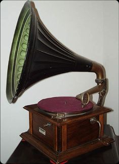 Google Image Result for http://www.razzarsharp.com/Phonographs/PhonoPicts/IntroPhonoPict.jpg