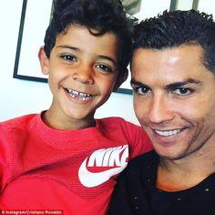 "Gefällt 2,041 Mal, 44 Kommentare - Cristiano Ronaldo Junior ♕ (@cristiano.ronaldo.jrr) auf Instagram: ""Happy Sunday ❤️"""