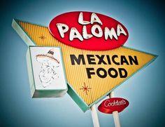 """""""Vintage Signs"""", une étude des typographies des vielles enseignes lumineuses américaines réalisée par le photographe Marc Shur, fasciné par les codes visuels colorés des enseignes que l'on trouve au bord des routes… Fast-food, restaurant, motel, bowling, Marc Shur nous offre ici une fantastique collection de photos."""