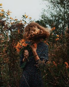 Toffee on Wind in the hair. Some autumn vibes perfect for this afternoon. With my vintage-retro-looking friend. How are you today Feels like ages Autumn Photography, Portrait Photography, Portrait Art, Retro Photography, Autumn Instagram, Fall Hair, Aesthetic Girl, Belle Photo, Aesthetic Pictures