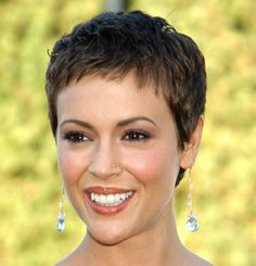 Trendy Short Pixie Haircut For Women Over 50 Y O From Liza Minnelli In Pictures Short Cropped Hair, Very Short Hair, Short Hair Cuts For Women, Short Hairstyles For Women, Short Bangs, Short Pixie Haircuts, Haircut Pictures, Haircut Short, Pixie Cuts