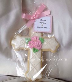 Artículos similares a 12 Baptism Favor (large) / First Communion Favor / Christening Favor / Cross Cookie by The Sweetest Thing - Designs and Events en Etsy Christening Cookies, Christening Favors, Baptism Favors, Baptism Party, Baby Christening, First Communion Favors, First Holy Communion, Christian Cakes, Cross Cookies