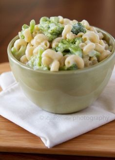 "Broccoli & white cheddar mac & cheese: a ""healthy"" version of everyone's favorite comfort food.I have made this and it is yummy! Pasta Recipes, Great Recipes, Dinner Recipes, Favorite Recipes, Healthy Recipes, Cheese Recipes, Salad Recipes, Cookbook Recipes, Delicious Recipes"