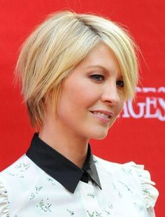 Jenna Elfman's short hairstyle has defined layers and heavy side sweeping bangs. The shorter layers at back and the longer ones at the front really make the hairstyle stand out. This splendid hairstyle is perfect for girls with thick hair.