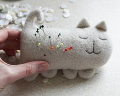 cat pincushion / ivory cat pin pillow / cream pincushion / cuddly toy cat / soft toy cat / ivory pillow for pins and needles / cute sewing