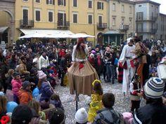 Super parata di carnevale con i bambini accompagnati da artisti in costume che coloreranno le strade della Rimini regalando entusiasmo e allegria ai passanti.