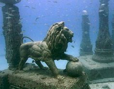 Cleopatra's Kingdom, Alexandria, Egypt. Lost for years, the royal quarters of Cleopatra were discovered off the shores of Alexandria. The Egyptian Government plans to create an underwater museum and hold tours of the site. Ancient Egypt, Ancient History, Ancient Ruins, Ancient Greek, Bbc History, Ancient Mysteries, Ancient Art, Sunken City, Underwater City
