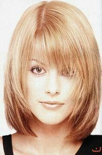 hairstyles on fine hair - . feines haar mittellang mit pony Hairstyles for fine hair - Layered cut Medium Bob Hairstyles, Hairstyles With Bangs, Trendy Hairstyles, Medium Hair Cuts, Medium Hair Styles, Curly Hair Styles, Asymmetrical Bob Haircuts, Layered Haircuts, Bobs For Thin Hair