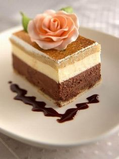 """What a """"pretty"""" dessert.and I'm sure it tastes just as good as it looks. Fun Desserts, Delicious Desserts, Dessert Recipes, Yummy Food, Layered Desserts, Yummy Treats, Sweet Treats, Decoration Patisserie, Food Garnishes"""