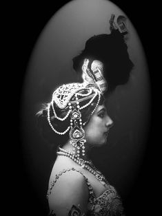 I gotta say, early 20th century exotic dancers had some majorly glam jewellery! MUST buy faux pearls from the Hobby Shoppe...