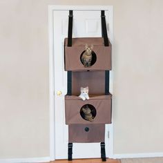 Based on the patent pending design of our Hangin' Cat Condo, the Hangin Feline Funhouse has three kitty pleasing levels and two mesh windows and two open windows.