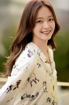 "Jeon So-min Confirmed to Join ""Cross"" @ HanCinema :: The Korean Movie and Drama Database Jun So Min, Korean Beauty, Asian Beauty, Running Man Korean, Korean Entertainment News, Black Wedding Dresses, Korean Celebrities, Keep Running, Korean Actresses"