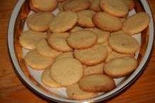 Kokosové brmbolčeky • Recept | svetvomne.sk Snack Recipes, Snacks, Chips, Food, Basket, Snack Mix Recipes, Appetizer Recipes, Appetizers, Potato Chip
