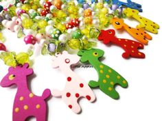 New to LittleApples on Etsy: Children's wood beaded colorful chunky spotted giraffe necklace kids toddler girls animal jewelry fun jungle (3.00 USD)