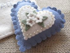 White and lavender blue heart sachet / pincushion To make and fill with my lavenderLittle Nest Studio: Stitchy Goodness I've been so excited to share Part 2 of this Valentine Heart Swap , hosted by the marvelous Marsha of The Tattered C. fill with sc Felt Embroidery, Felt Applique, Fabric Hearts, Felt Decorations, Heart Crafts, Felt Christmas Ornaments, Felt Brooch, Valentine Crafts, Valentines