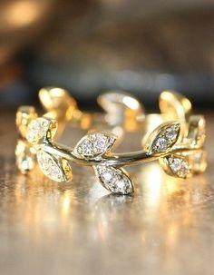 Leaf Diamond Ring in 14k Yellow Gold