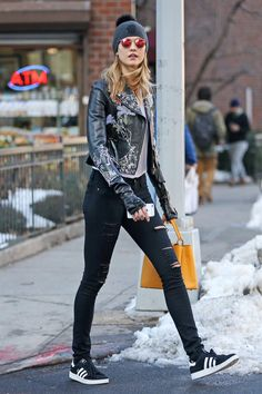 Karlie Kloss #Karlie_Kloss #Woman #Beauty her jeans are: OMG