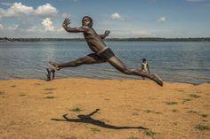 Aprender a vivir danzando | EL PAÍS  In Movement es educación artística traducida en clases de pintura, música, poesía, circo, grafiti, teatro, fotografía y, por supuesto, danza...