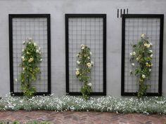 Deze jaren 30 tuin in Breukelen is ontworpen voor een jong gezin, waarbij de jaren 30, onderhoudsarm en kindvriendelijk drie belangrijke peilers zijn.