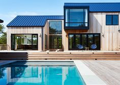 Looking for a Maison Bardage Bois Et Zinc. We have Maison Bardage Bois Et Zinc and the other about Maison Interieur it free. Hamptons House, The Hamptons, Casas Containers, American Houses, Modern Mansion, Modern Homes, Contemporary Homes, Modern Barn, Prefab Homes