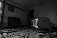 a casa velha de steve pereira - cineadd Home Appliances, Furniture, Home Decor, Pereira, Abandoned Houses, House Appliances, Kitchen Appliances, Interior Design, Home Interior Design