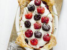 Kirschkuchen mit Mascarpone und Marmelade | http://eatsmarter.de/rezepte/kirschkuchen-mit-mascarpone-und-marmelade