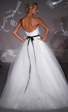 New With Tags Jim Hjelm Wedding Dress 1105, Size 4