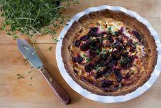 Teresan punajuuri-fetajuustopiirakka (6-8:lle), valmistusaika yli 60 min. Pie, Desserts, Food, Torte, Tailgate Desserts, Cake, Deserts, Fruit Cakes, Essen