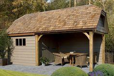 Een cottage poolhouse oogt prachtig in een landelijke tuin. De houten afwerking geeft daarbij de finishing touch. Met een cottage poolhouse brengt u dat ultieme vakantiegevoel bij u in de tuin.