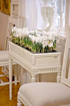 Idea ~ take an old piano bench, remove lid, turn into planter! - DIY and Crafts, Gifts, Handmade Ideias - DIY and Crafts Ideias Repurposed Furniture, Shabby Chic Furniture, Painted Furniture, Furniture Projects, Furniture Makeover, Diy Furniture, White Furniture, Antique Furniture, Modern Furniture