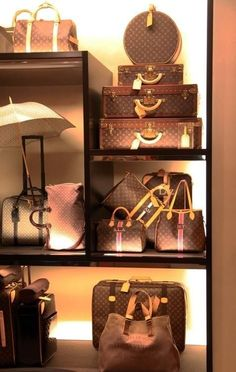 Louis Vuitton Display #bags #fashion