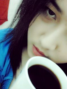 a cup of coffee and my hungover face haha -,-